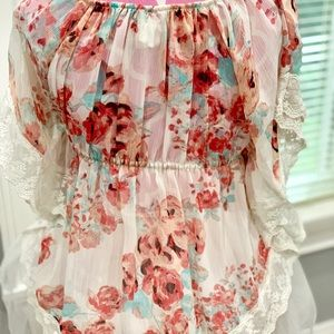 Shirts & Tops - Girls very cute and adorable floral top.